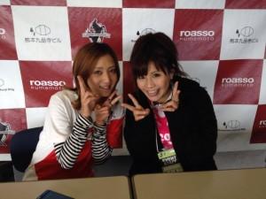 ロアッソ熊本スタジアムDJアシスタントの小値賀美樹さんとラブリーツーショット!